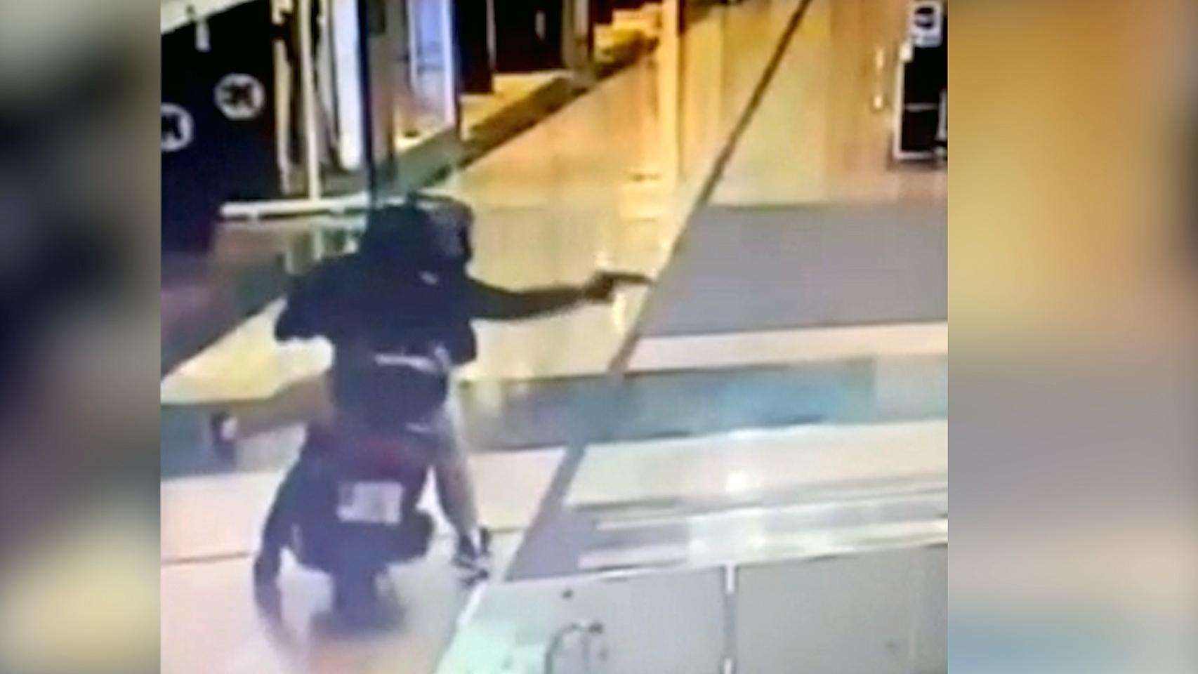 Robo de película en Murcia: ladrones en moto, con pistola y hacha en un centro comercial