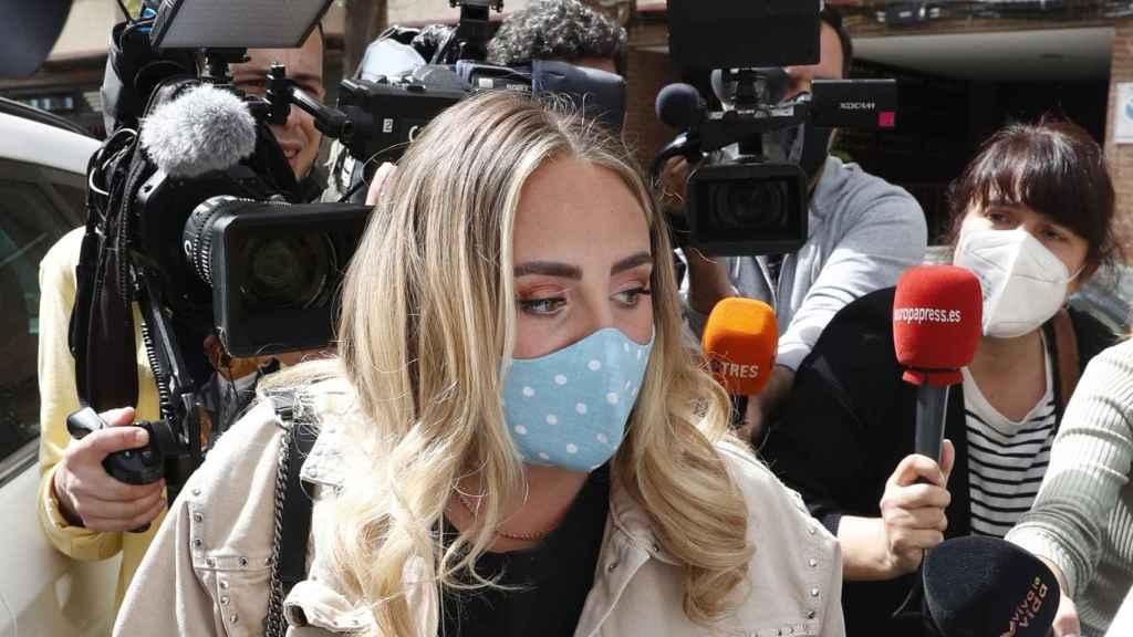 Rocío perseguida por la prensa durante su estancia en Madrid.