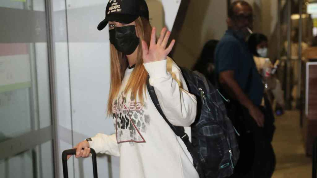 Lara Álvarez en el aeropuerto, minutos antes de viajar a Honduras.