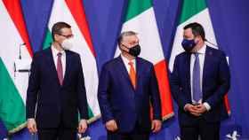 El primer ministro de Polonia, Mateusz Morawiecki, el primer ministro de Hungría, Viktor Orbán, y el líder de la Liga en Italia, Matteo Salvini.