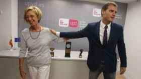 Los exdirigentes de Ciudadanos y UPyD, Albert Rivera y Rosa Díez, se despiden tras un acto juntos.