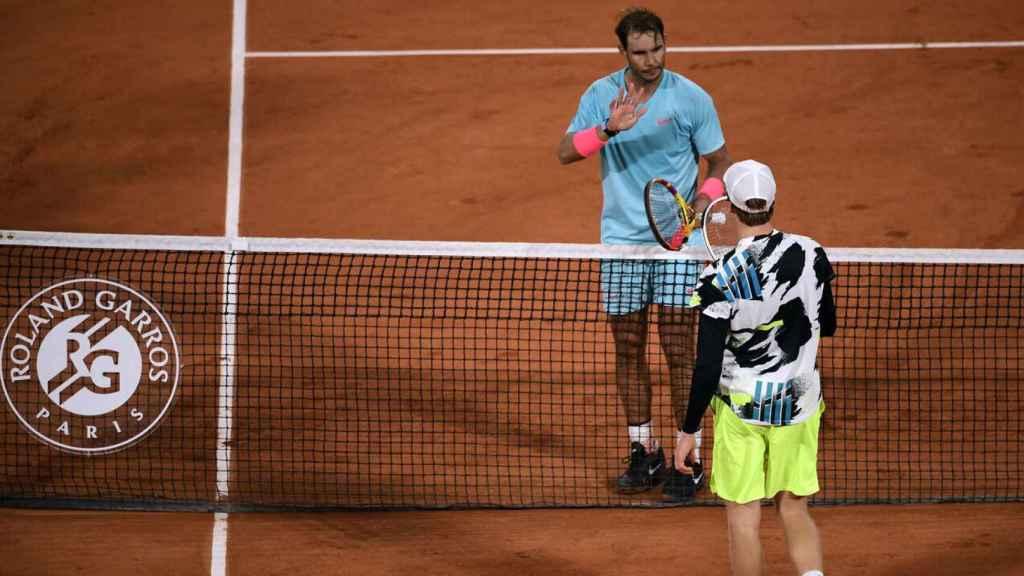 Rafa Nadal y Jannik Sinner, en Roland Garros 2020