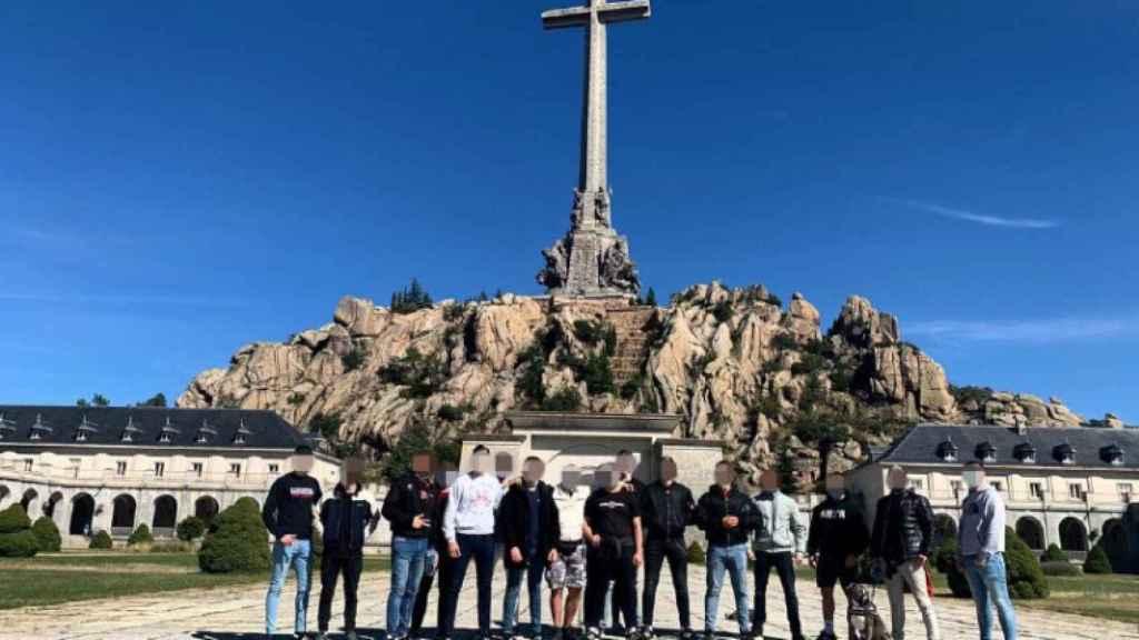 Excursión de los miembros de Bastión Frontal al Valle de los Caídos.