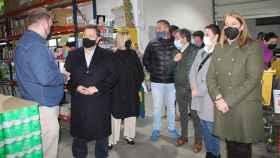 Manuel Serrano en una de las empresas albaceteñas que ha visitado (PP).