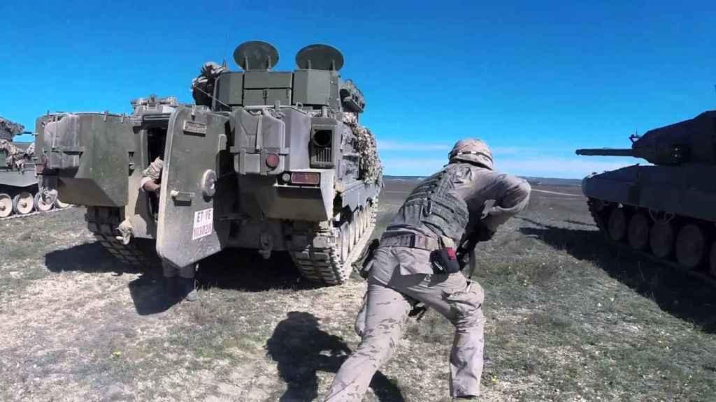Soldados de la Brigada de Infantería Acorazada Guadarrama XII, en unas maniobras de entrenamiento.