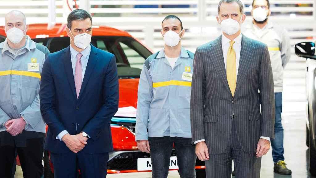 Visita del Rey Felipe y del presidente Pedro Sánchez a Renault en Palencia.