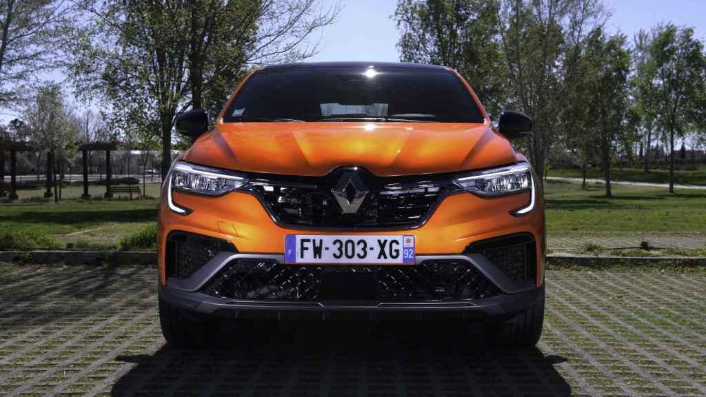 El Renault Arkana es un SUV de tamaño medio.