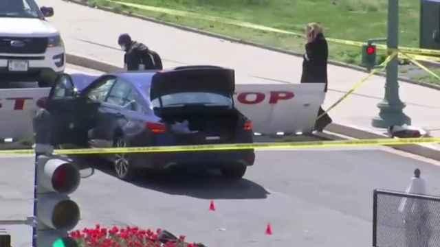 Dos agentes de policía son arrollados por un vehículo en el Capitolio
