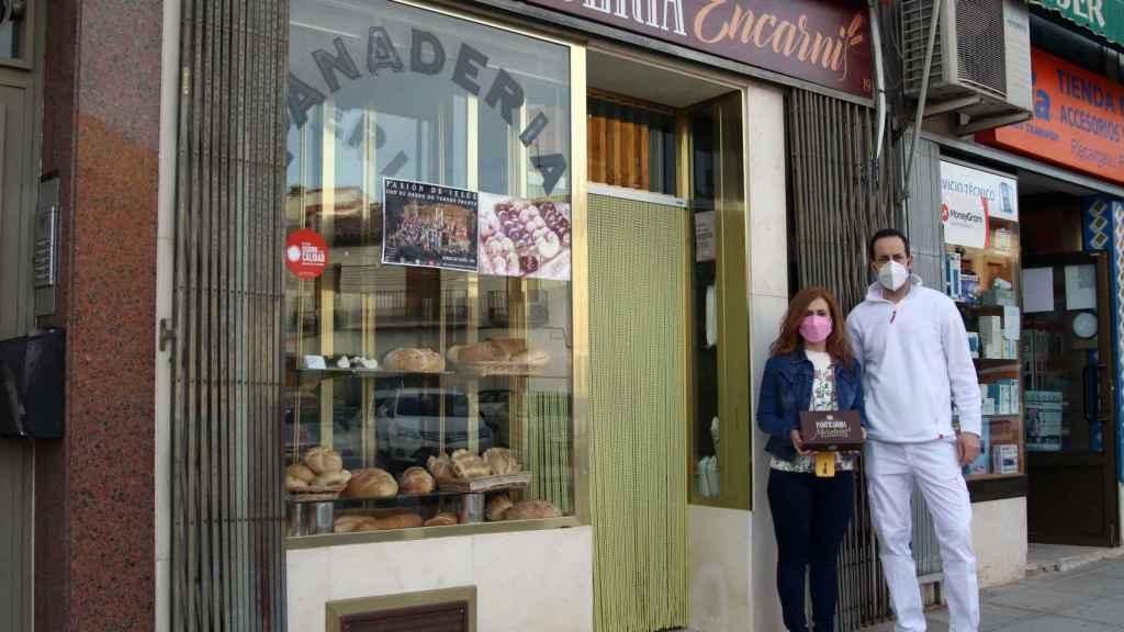 Los dueños de Panadería Encarni.