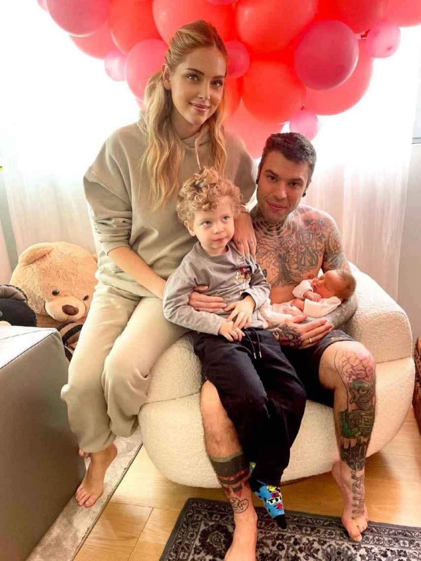 Chiara y Fedez junto a sus dos hijos, Leo y Vittoria.