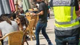 La Policía Nacional controla el cumplimiento de las medidas anti Covid en Mallorca.