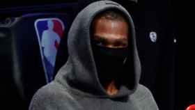 Kevin Durant, en el banquillo de los Brooklyn Nets