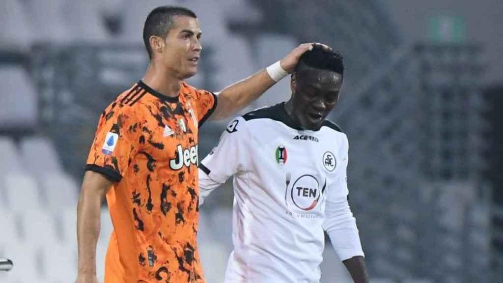 Cristiano Ronaldo y Emmanuel Gyasi