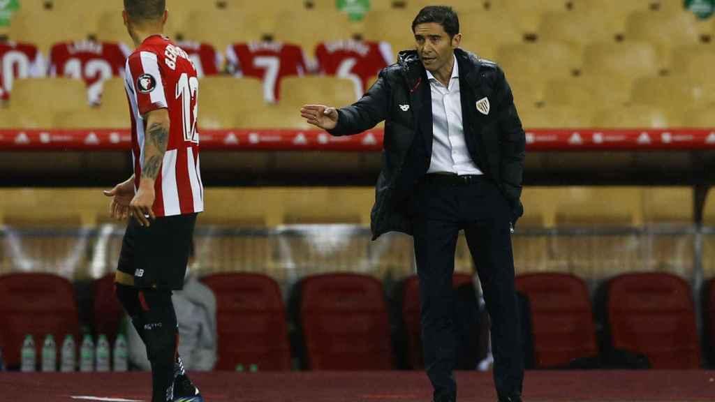 Marcelino García Toral, dando instrucciones a sus jugadores durante la final