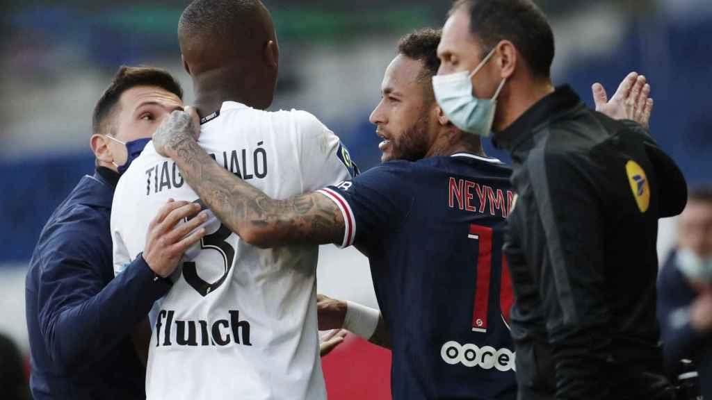 Neymar y Tiago Djalo, tras ser expulsados