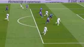 Fuera de juego de Benzema previo a un gol