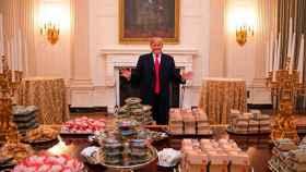A Donald Trump le encantan las hamburguesas con queso.