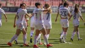 Marta Corredera y las jugadoras del Real Madrid Femenino celebran un gol ante el EDF Logroño