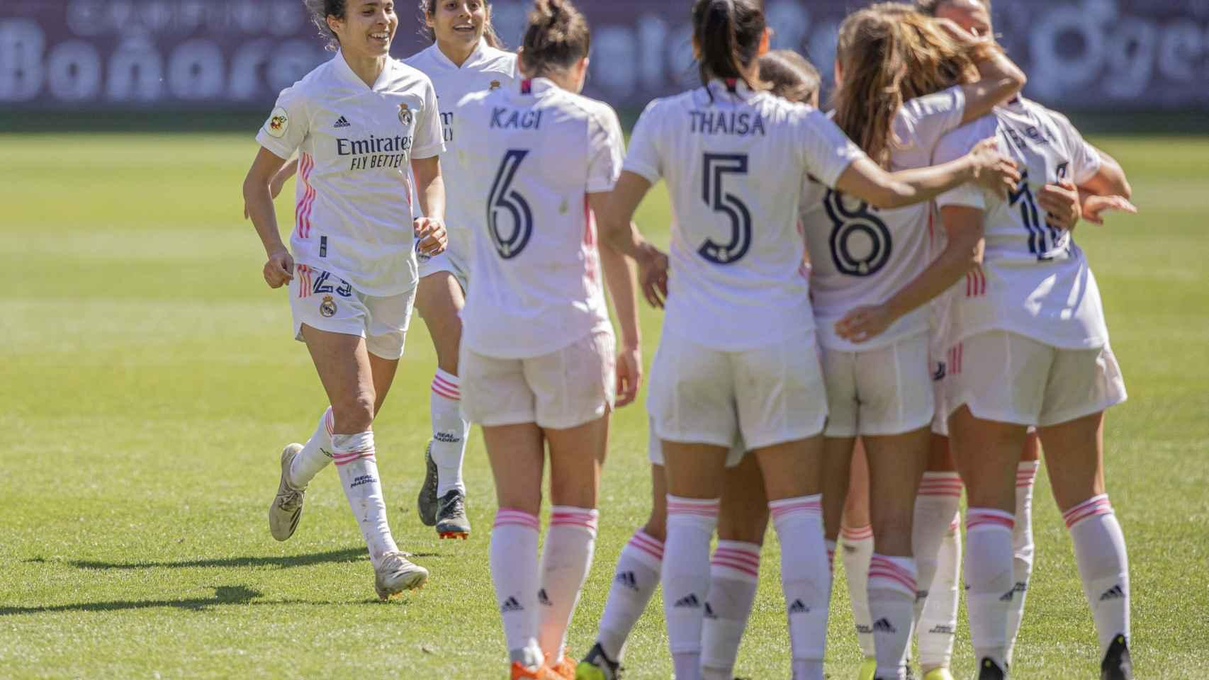 Las jugadoras celebran un gol durante el EDF Logroño - Real Madrid Femenino