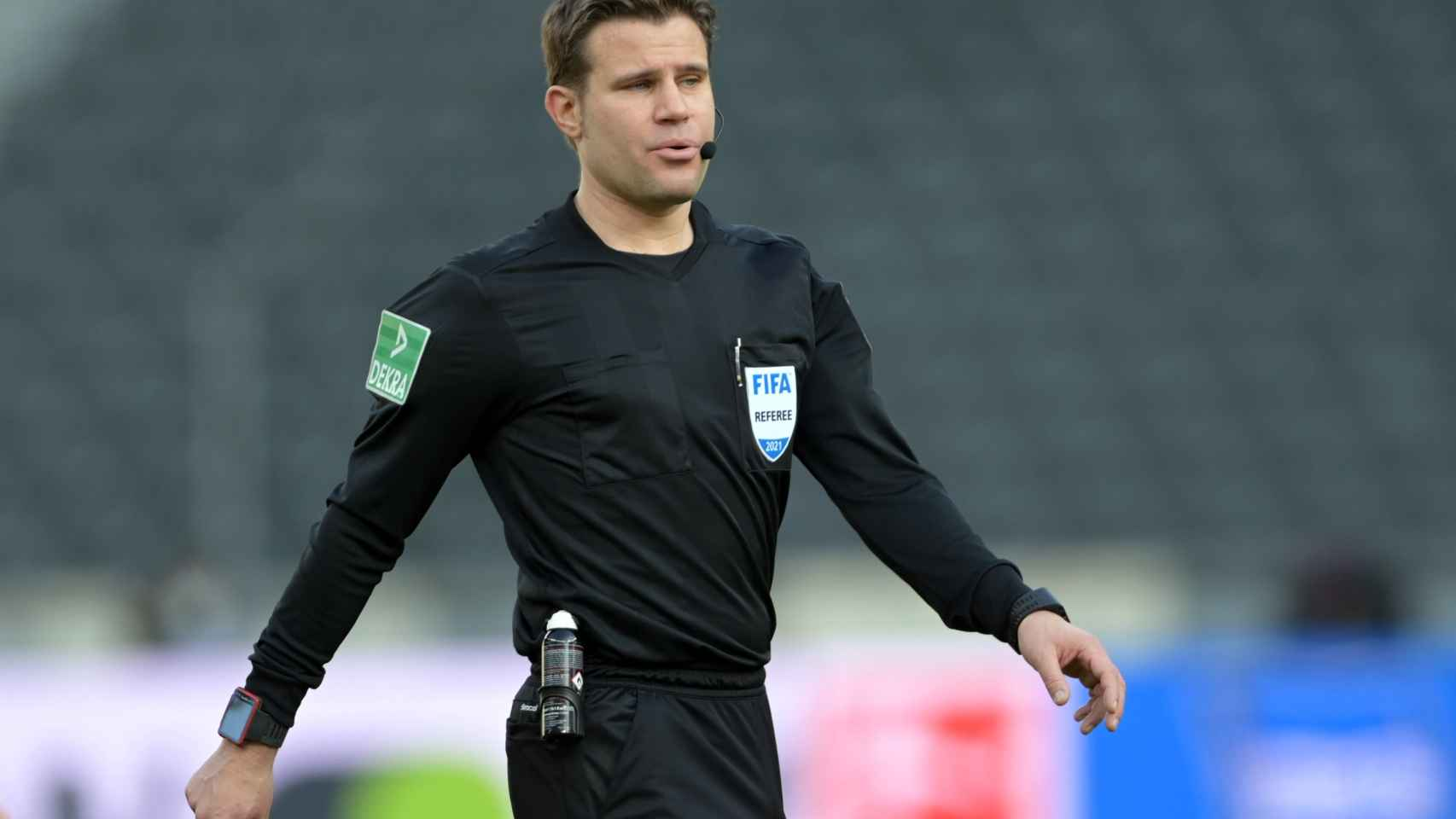 Felix Brych, durante un partido de la Bundesliga