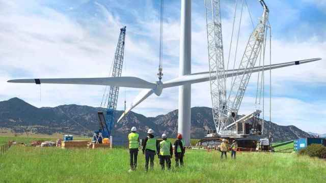 Instalación de un aerogenerador de Forestalia. EE