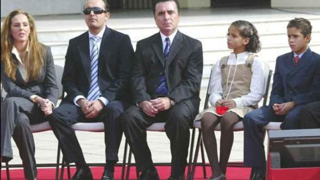 Rocío y Fidel, junto a Ortega Cano y sus hijos, Gloria Camila y José Fernando.