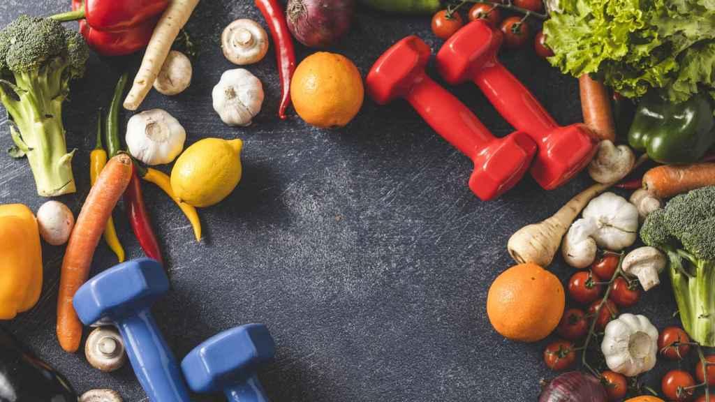 Alimentos saludables y unas macuernas.