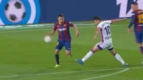 Mano en el área de Jordi Alba durante el Barcelona - Valladolid de la jornada 29 de La Liga