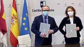 La consejera de Bienestar Social, Aurelia Sánchez, y el consejero de Administraciones Públicas, Juan Alfonso Ruiz Molina