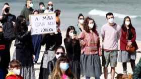 Las mujeres durante la protesta en San Cibrao, en el municipio lucense de Cervo.