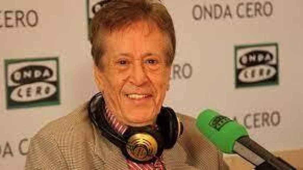 Hilario López Millán durante una colaboración en la radio.
