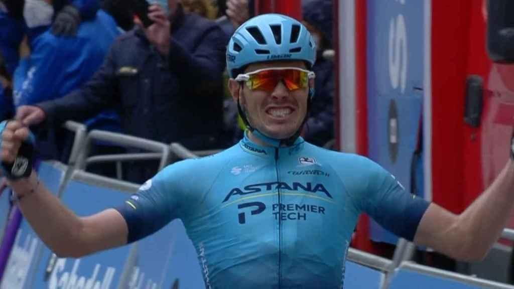 Alex Aranburu llegando a la meta de la segunda etapa de la Vuelta al País Vasco