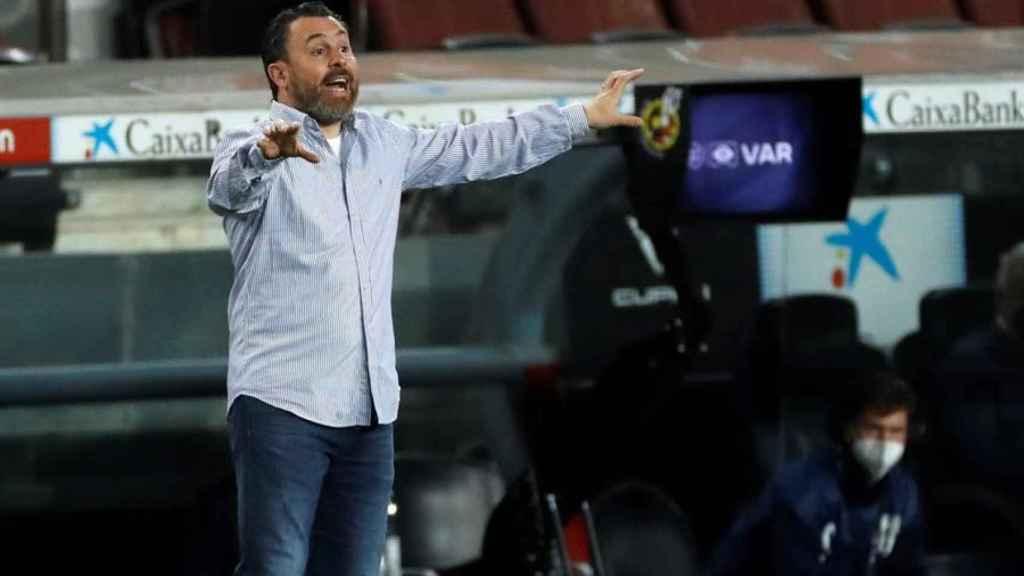 Sergio González, en la banda del Camp Nou