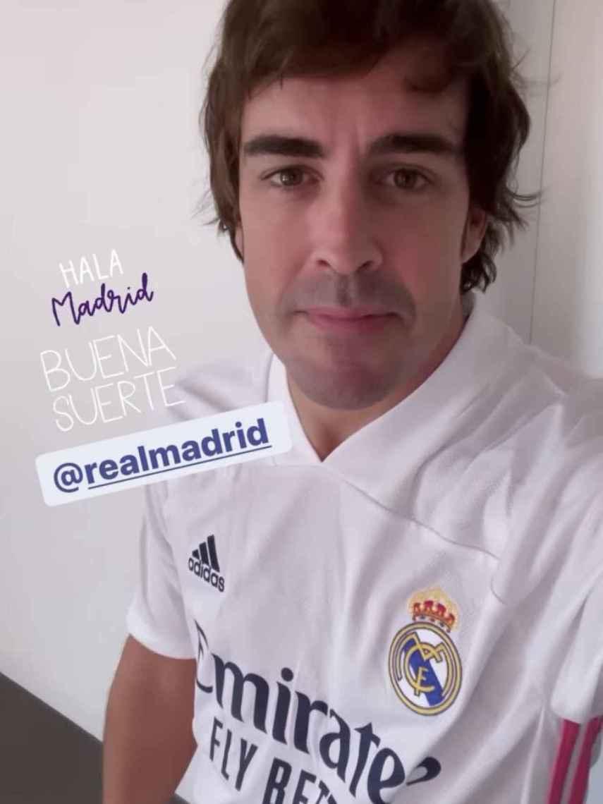 Fernando Alonso, con la camiseta del Real Madrid