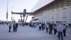 Colas para recibir la vacuna contra la Covid en el estadio Wanda Metropolitano.