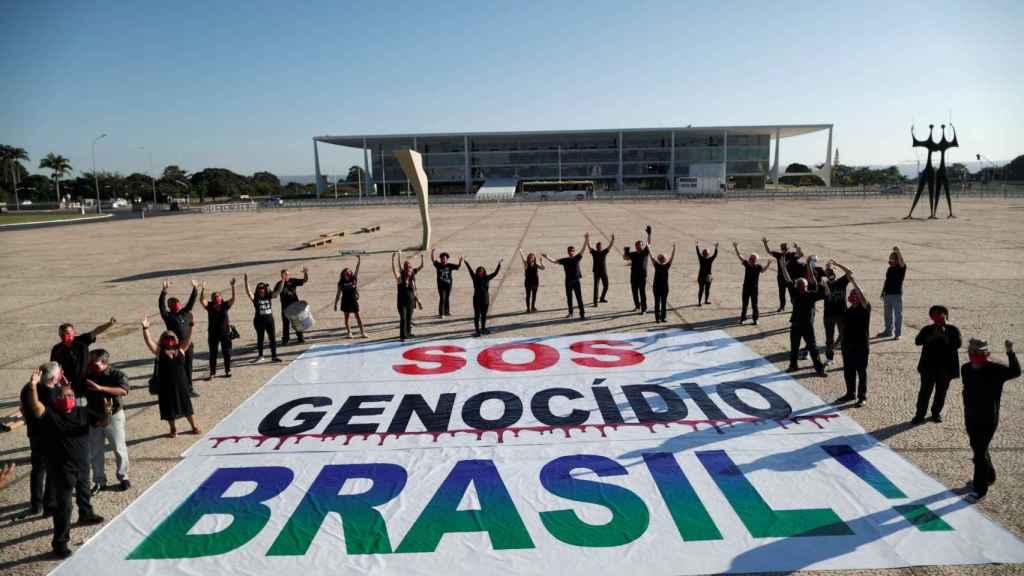 Protestas en Brasilia contra Bolsonaro por su gestión de la pandemia.