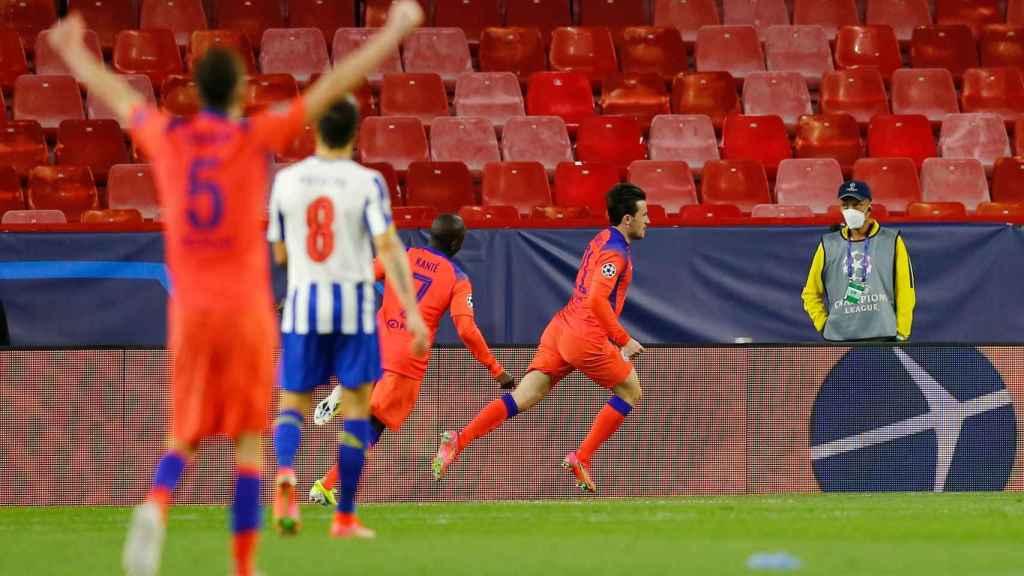 Chilwell celebra el gol del Chelsea ante el Oporto