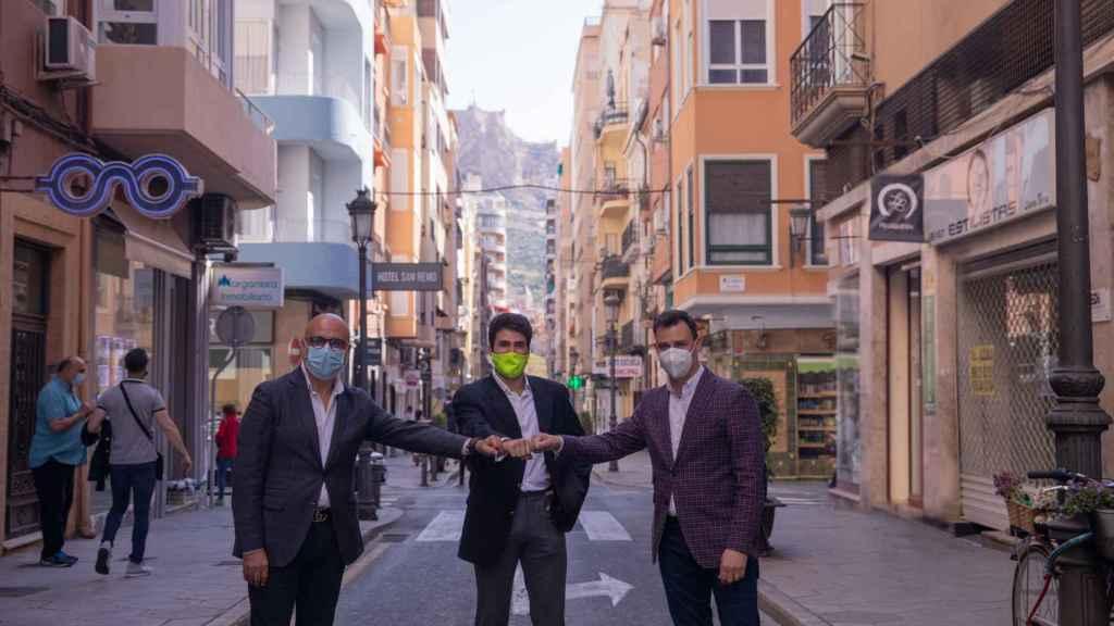 Los CEO's de Verne Technology Group y Grupoidex, Gianni Cecchin y Miguel Quintanilla, junto con el creador de L'Alicantina, Alexis Sanz.