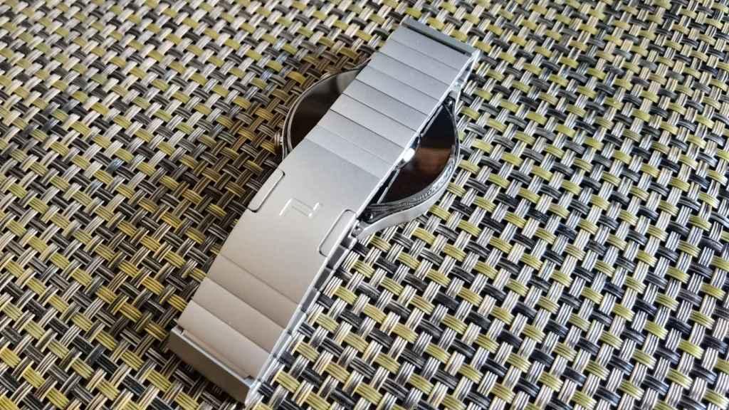 El uso del titanio destaca en el Porsche Design Huawei Watch GT 2