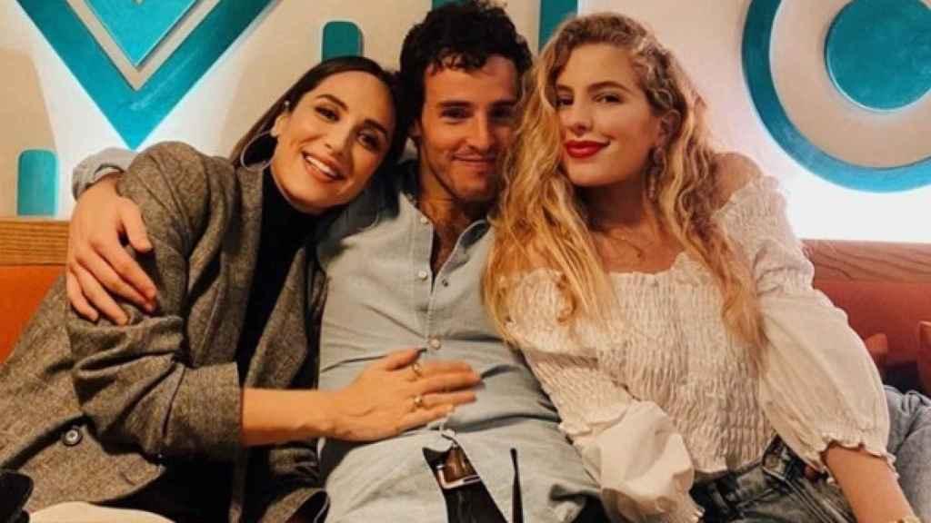 Tamara Falcó, Íñigo Onieva y su amiga en común, Luisa Bergel.
