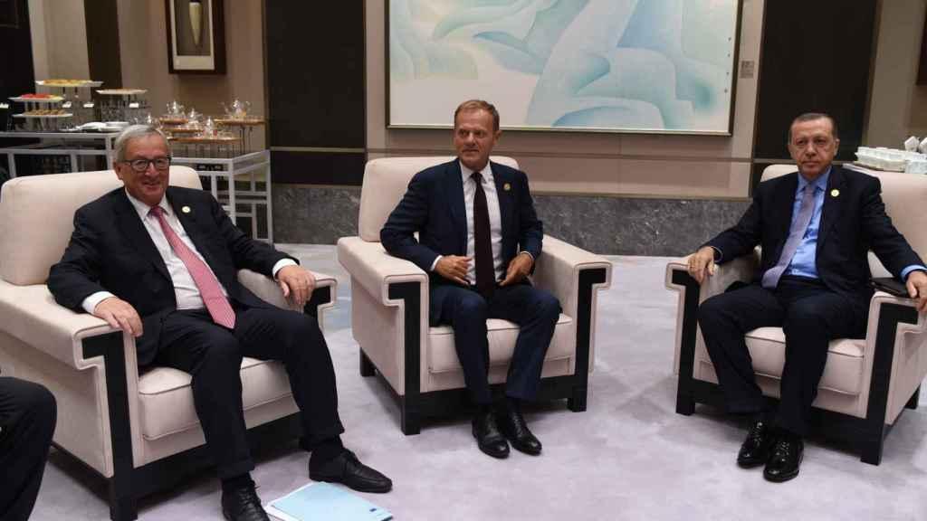 Cuando el presidente de la Comisión era Jean-Claude Juncker sí tenía silla en las reuniones con Erdogan