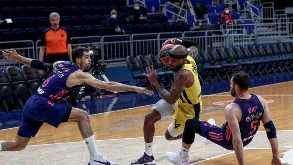 Abalde y Rudy defienden ante Fenerbahçe