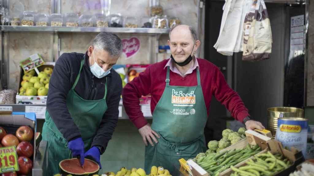 Javi y Jose, dueños de la Frutería Vallecas.