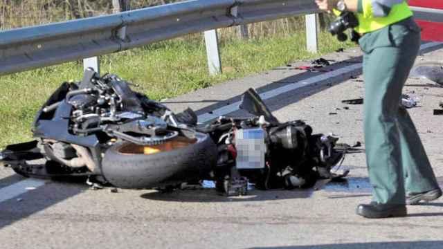 Imagen de archivo de un accidente de moto en una carretera de España. Europa Press.