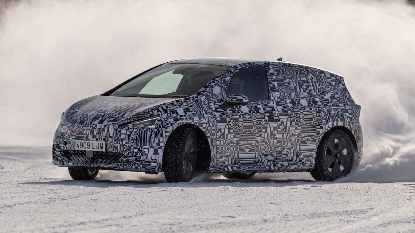 A 30 grados bajo cero y en pistas de hielo: así desarrollan Seat y Cupra su primer coche eléctrico