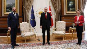Tres mandatarios y sólo dos sillas en la reunión del martes en Ankara