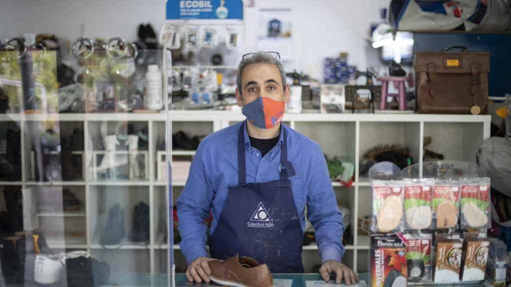 Ser de Vox en Vallecas, vivir allí y con un negocio: Te tienes que callar y eso no es libertad