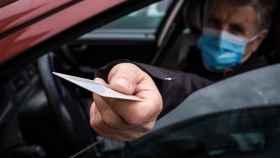 Multa por quitarte la mascarilla en el coche ¡hasta 500 euros!