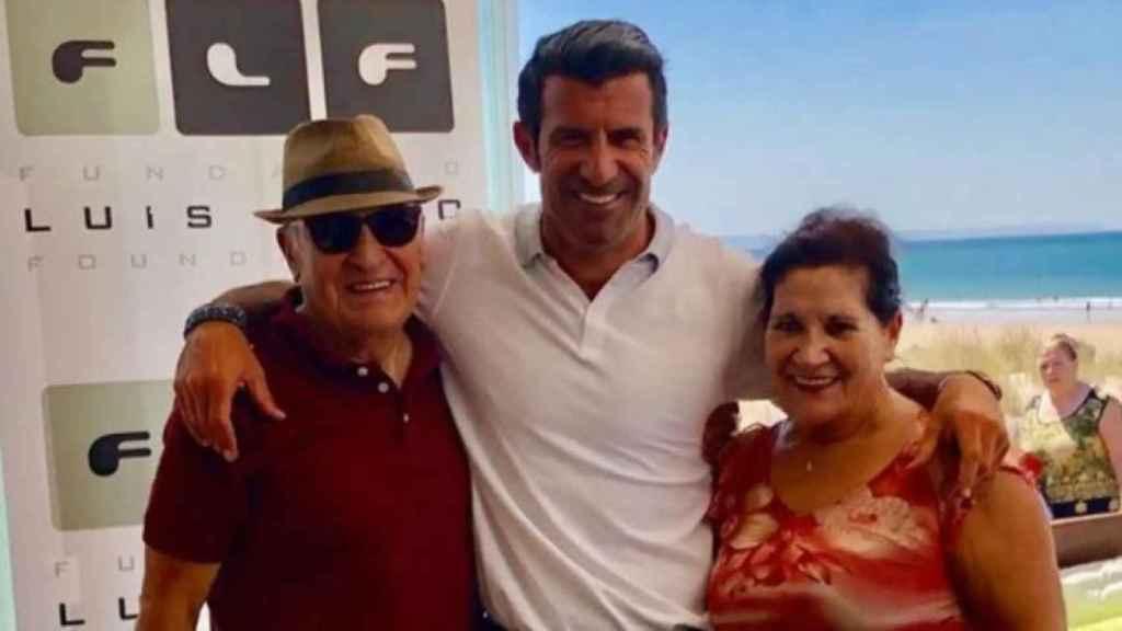 Luis Figo junto a sus padres en una imagen de sus redes sociales.