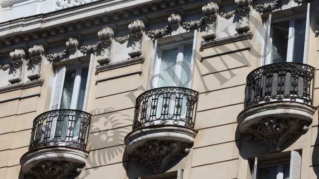 Instantánea de los varios balcones de que dispone el ático.